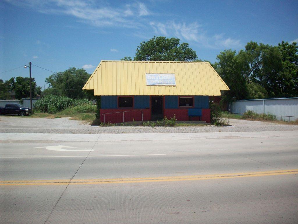 825 S Chickasaw
